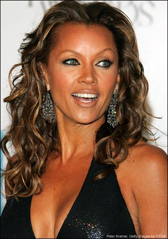 http://marvelousgirl.files.wordpress.com/2009/06/vanessa-williams-botox-charity1.jpg
